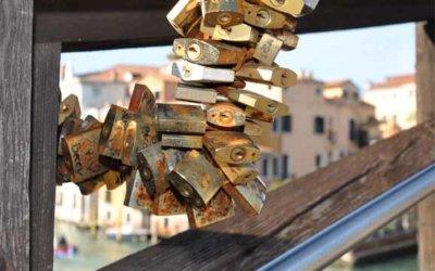 Ponte dell'Accademia, pour les amoureux du cadenas