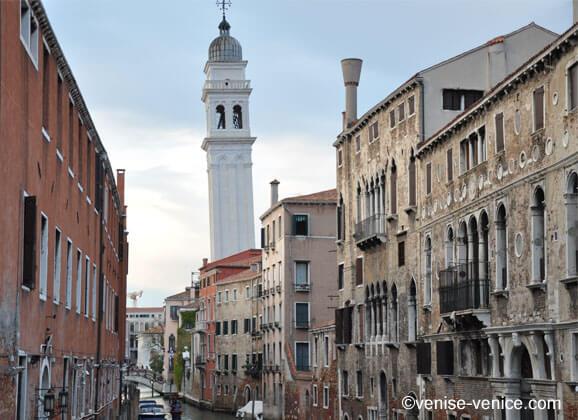 Les campaniles de la sérénissime ou les tours penchées à Venise