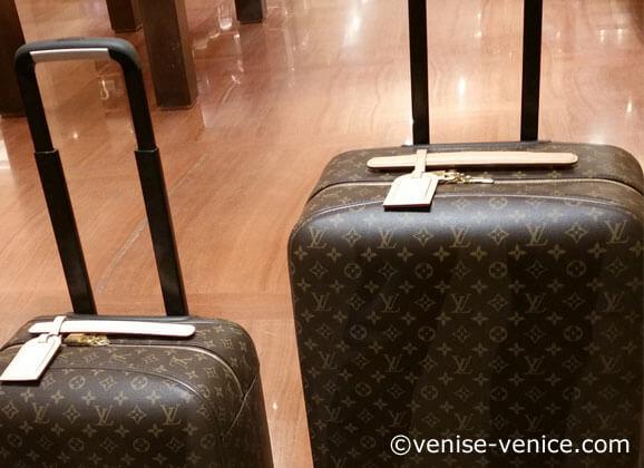 les bagages Louis Vuitton dans le magasin de Venise
