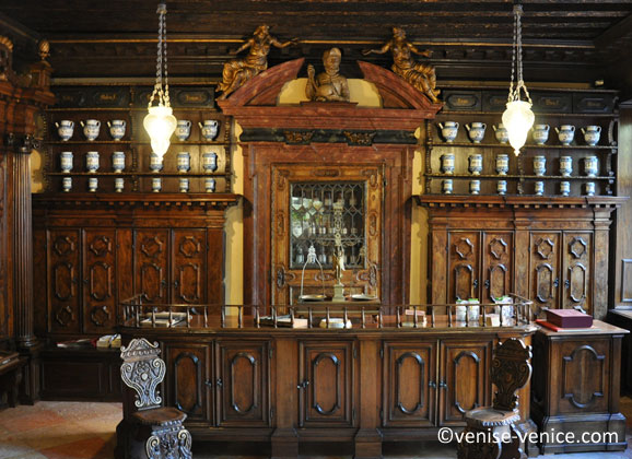 L'ancienne pharmacie santa fosca dans le quartier Cannaregio à Venise