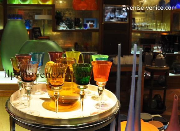 Les verres de Murano en vitrine à Venise