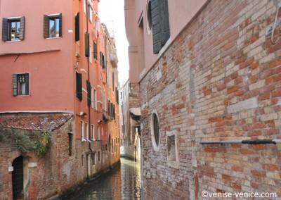 Un rio à Venise