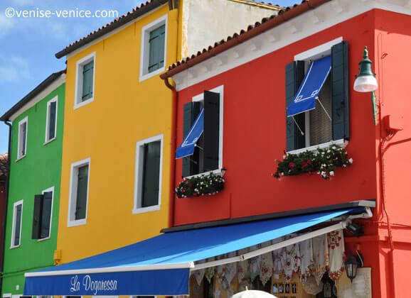 zoom sur les maisons colorées de Burano