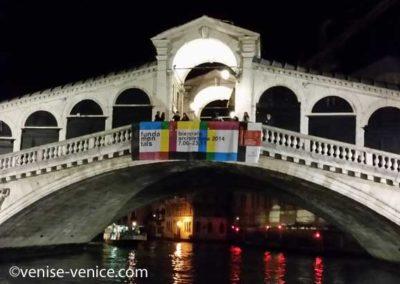 Le pont du rialto , une nuit d'été