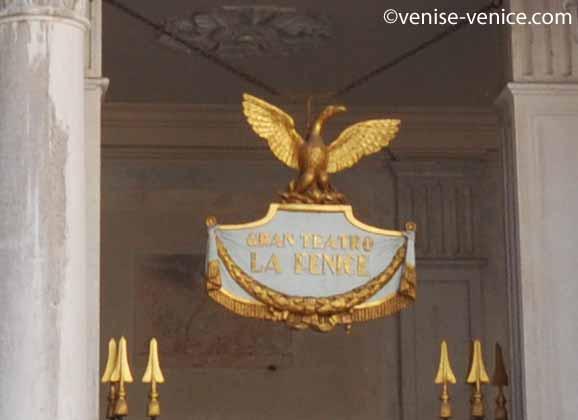 l'entrée du gran teatro la fenice à Venise