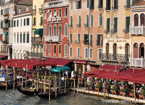 Vue de l'hôtel Marconi depuis le pont du Rialto