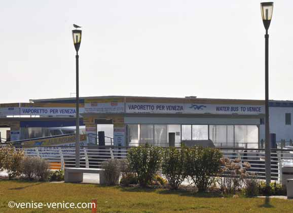 Vue de la gare maritime à l'aéroport marco polo Venise