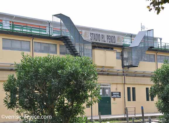Plan large sur le stade de foot de Venise